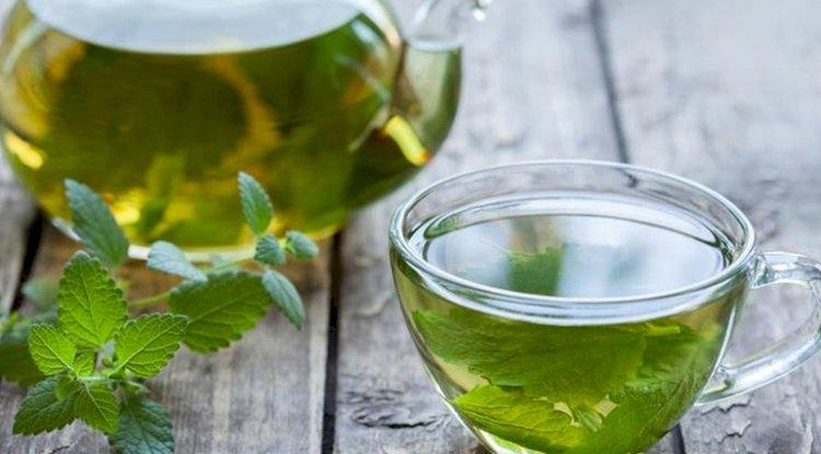 Hausgemachte Entschlackungs-Tees