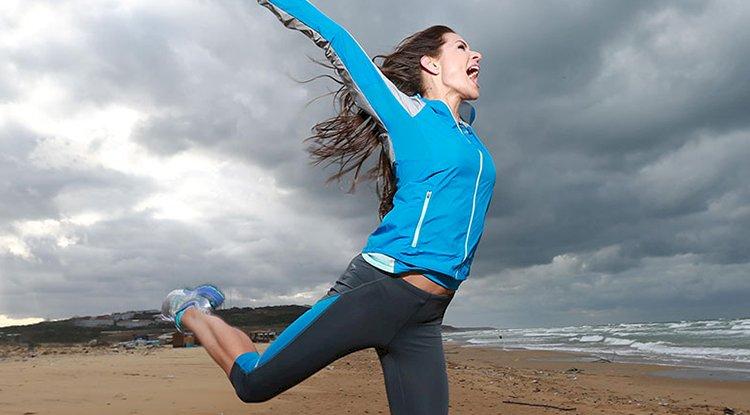 Wo lässt es sich am besten trainieren: Daheim oder im Fitnessstudio?