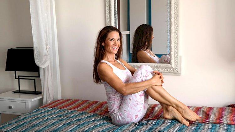 Im Bett mit Übungen entspannen