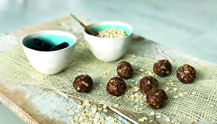 Healthy Snack: Juicy Plum Balls