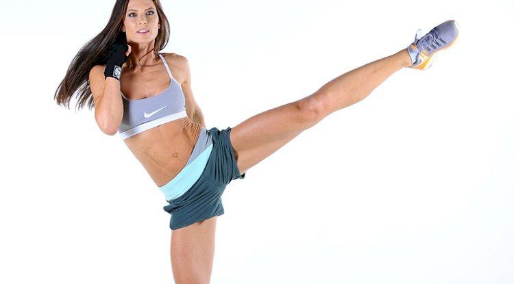 Kickbox: Durch kicken schlank werden