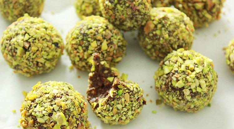 Yummy, pistachio chocolate Bliss Balls